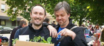 Alex & Ralf haben bei den Tomatensetzlingen zugeschlagen